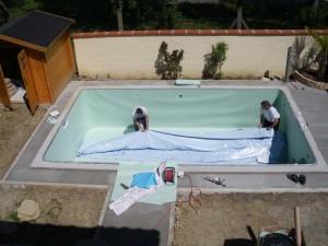 Une piscine avec liner